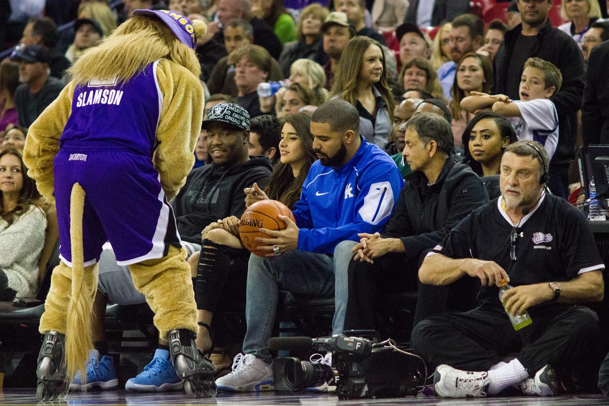 Drake with a fan / Kimani Okearah